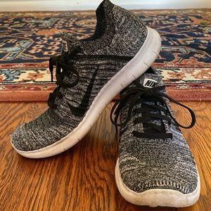 Nike Free Run Flyknit B&W Running Shoes